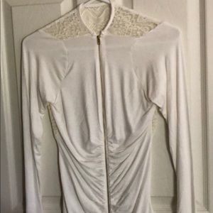 Venus gorgeous white long sleeve blouse 🌸